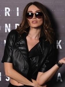 Exclusive Knightsbridge London Glamour Model LAYLA - at AProv Escort Agency