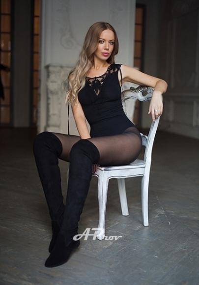 London Very Tall Blonde Russian Escort Olessya
