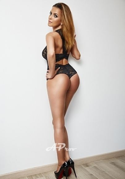 london-natural-busty-escort-girl-alma