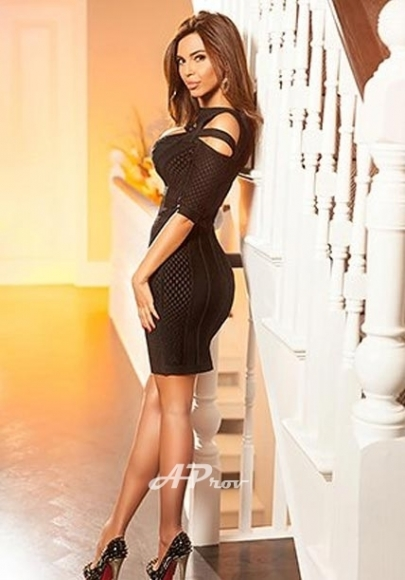 Best reviewed escorts in London Gloucester Rd SW7- elite girl Aysha - for overnight dinner dates