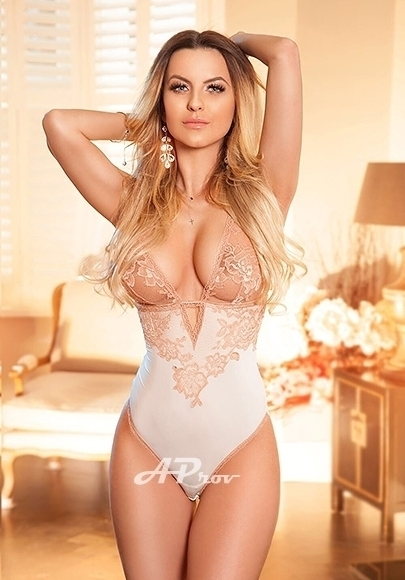 London Blonde Party Open Minded Escort Roselle