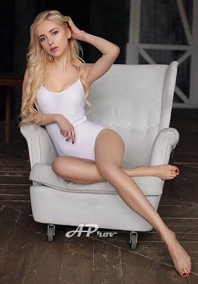 London High Class Skinny Blonde Escort Zara
