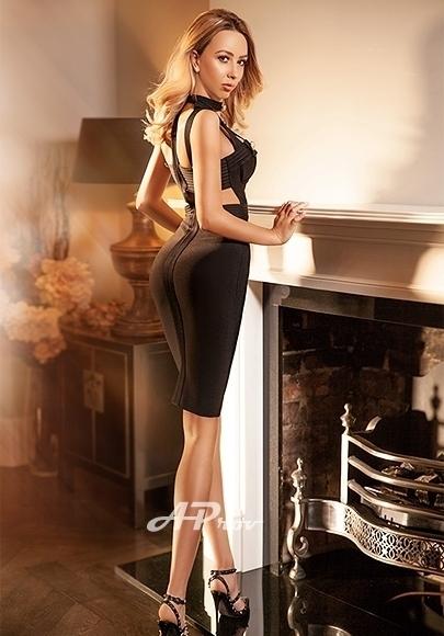 London Blonde Tall Escort Amelia