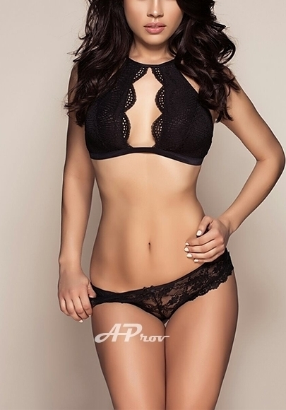 London Busty Brunette Brazilain Italian Escort Giovanna