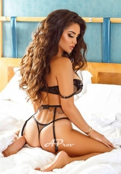 elite very busty brunette vip Dubai escort Jullietta
