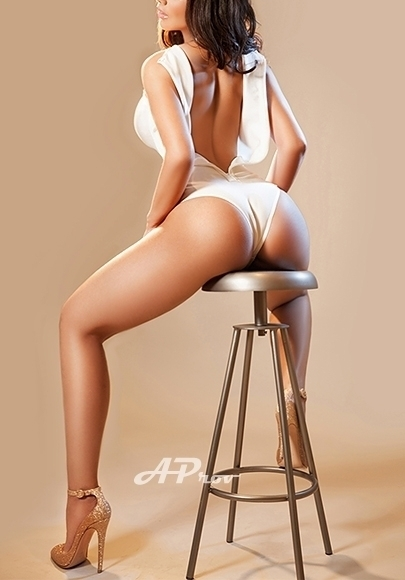 London Escorts in South Kensington SW3 Busty Latin Girl Helen  Aprov - London Escort Agency