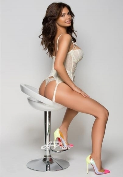 elite london escorts 34DD role play open minded GFE GULIA