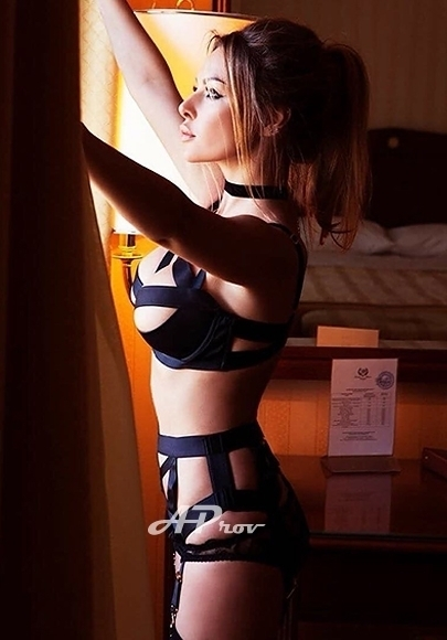 exclusive london escort busty blonde model earls court 32D ROBBIE
