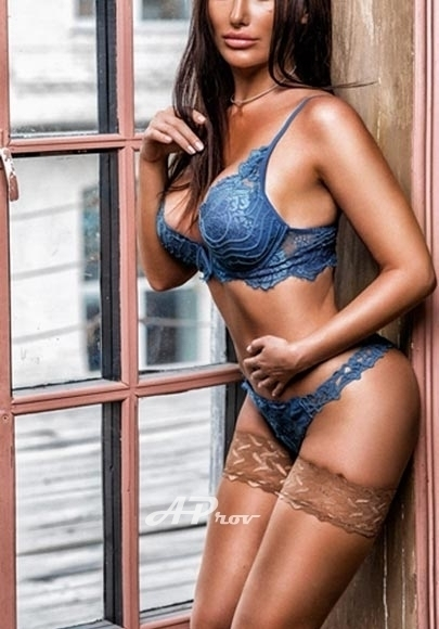 busty elite london escort knightsbridge 34DD MONICA