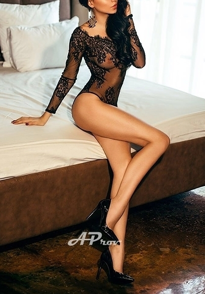 London Knightsbridge SW1 Expensive Russian Model Arinna - Aprov Elite Escorts Agency