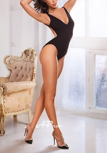 busty elite french escort girl in Chelsea London Stefany