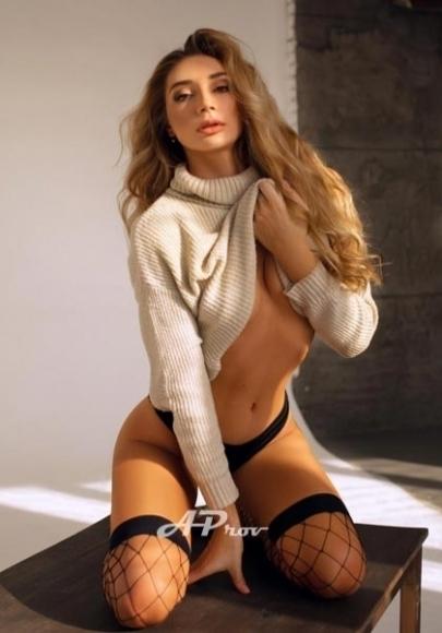 Glamour Model Escort London Alisa in Knightsbridge