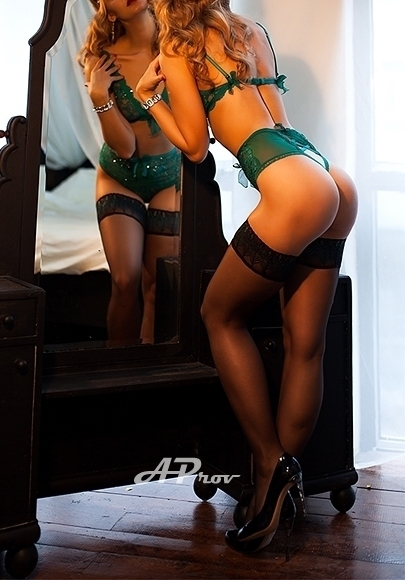 London Very Tall Slim Blonde Escort Liza