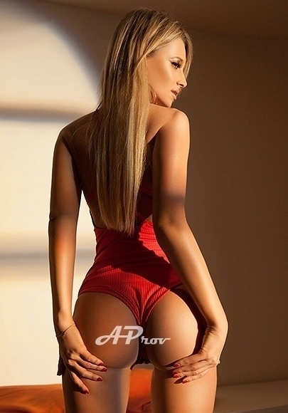 London Slim Blonde A Level Escort Vera