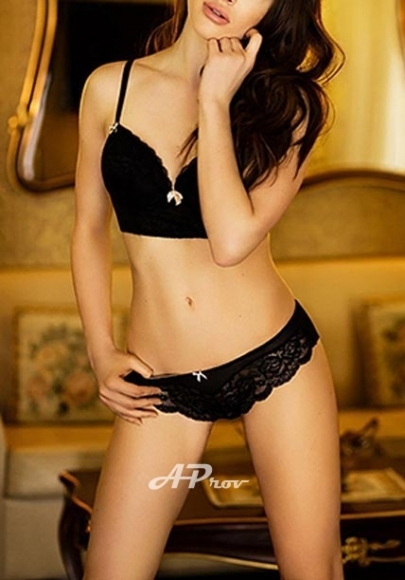 tall classy sexy Central London escort Holly
