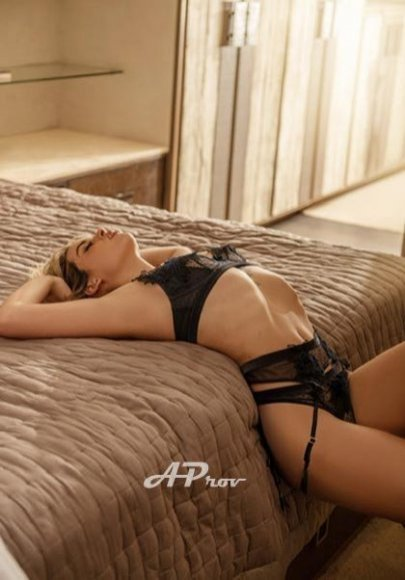 elite escorts central london petite latin girl Izabella