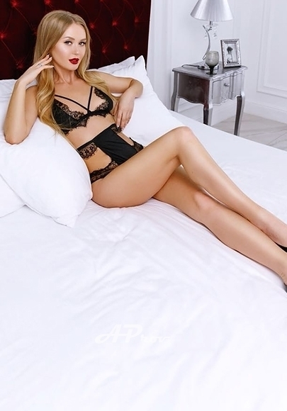 Singapore Slim Blonde Russian Escort Sonia