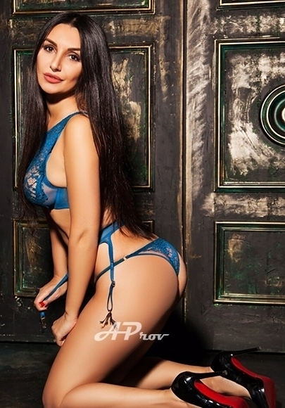 London Slim Body Top Russian Escort Sophie