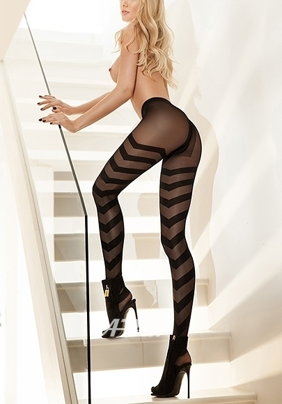 London Park Lane Mayfair Busty Blonde Escort Blake