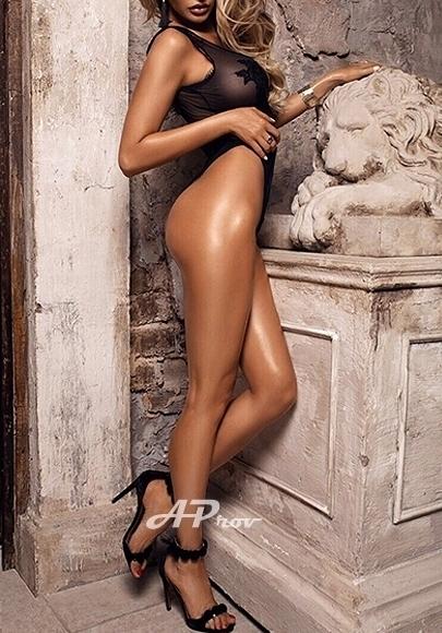 Elite London Earls Court VIP Escort Busty Naomi