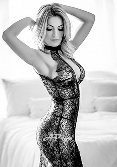 Open Minded Notting Hill Blonde Escort Date Melrose exclusive london female escorts 34D boobs
