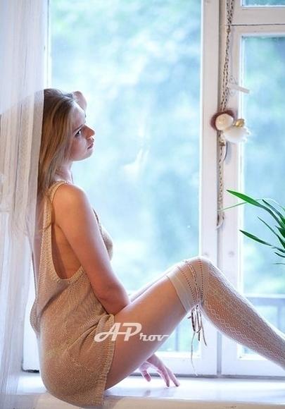 Slim Blonde Russian Escort  Eva