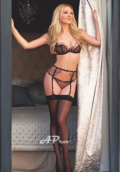 sexy blonde elite london escort open minded lauren marylebone w1