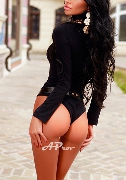 London Knightsbridge Tall Busty High Class Escort Alessandra