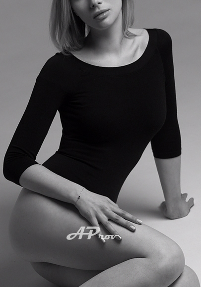 sexy slim london escort girl Russian Stella from Aprov - elite agency