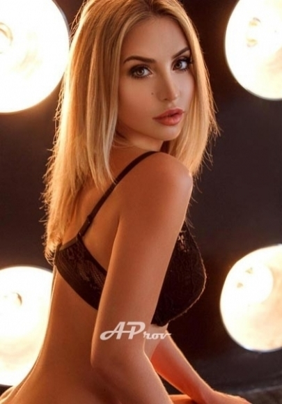sexy blonde girl escort in london south kensington incall model Inna