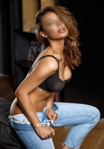 busty london escort south kensington GFE dinner date JESSY