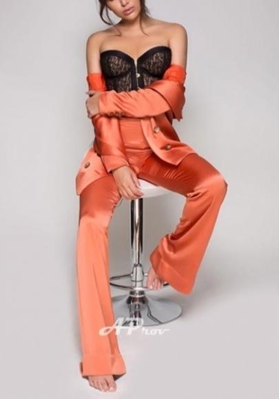 elite open minded london escort chelsea italian model Valentina
