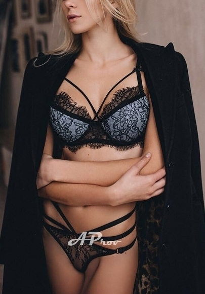 sexy busty blonde london escort Bayswater W2 32C Kate