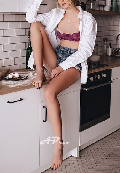 exclusive high class blonde london escort in Chelsea SW7 young ALINA