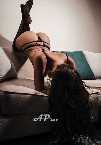 United Arab Emirates Busty Dubai Escort Miranda