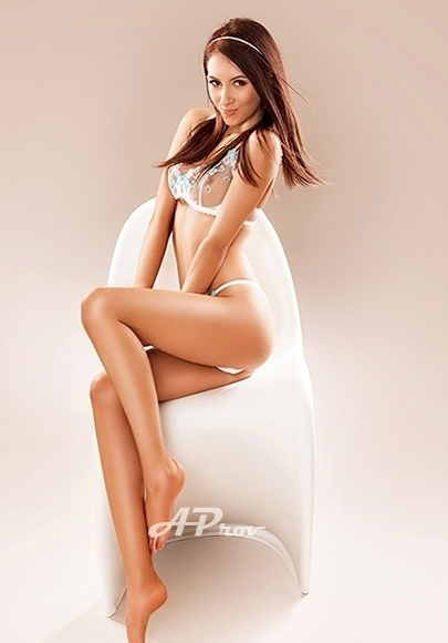 Very Slim Petite Marylebone incall Vesper elite girl