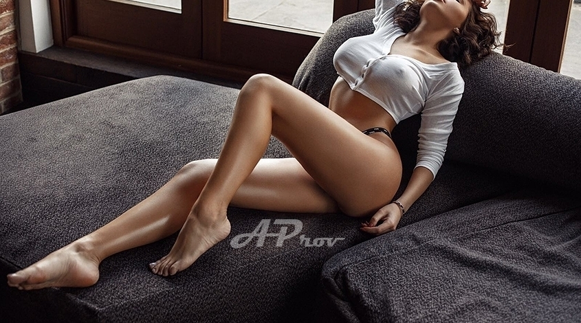 London Natural Busty Pretty Brunette Escort Michaela