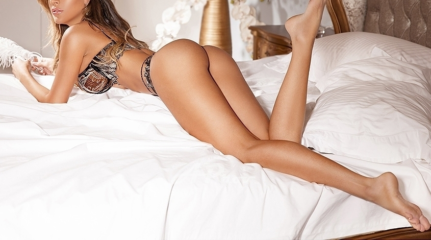 Elite Tall Busty Latin London Escort knightsbridge Lois Lane