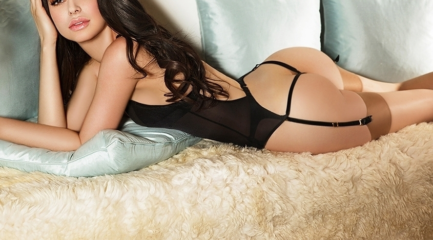 Mayfair escorts in London sexy elite busty italian girl Michelle
