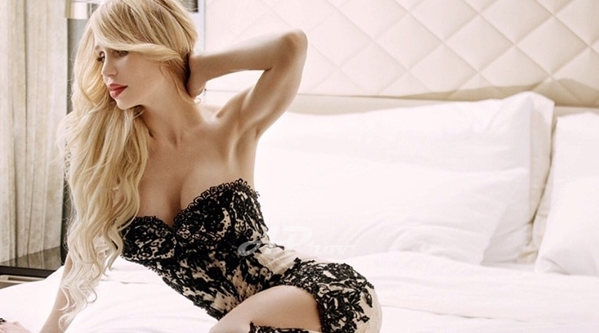 Vip Blonde Monaco Escort Kristina