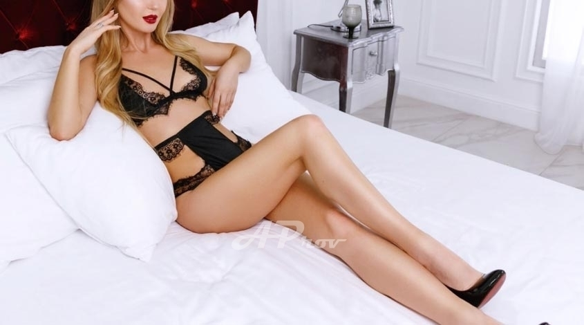 exclusive london escort knightsbridge slim vip model NINA