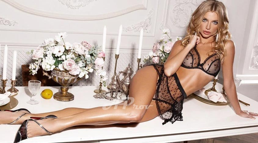 elite london escort mayfair sexy blonde model Scarlett